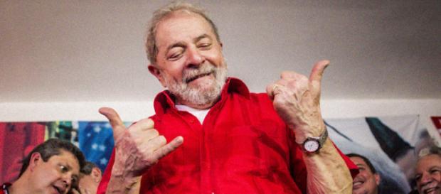 Lula faz pose para foto em São Bernardo do Campo