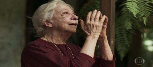 Mercedes traz filha de volta para sua casa ( Divulgação/TV Globo)