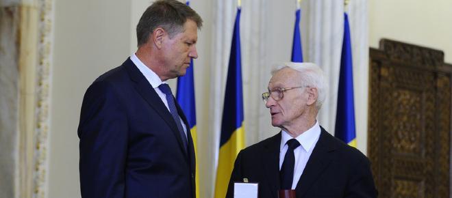 Klaus Iohannis nu reuseste să țină pasul cu actula situație din România. De ce?