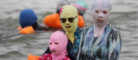 Chinese bathers wear Face-Kini masks when in the sea to protect ... - dailymail.co.uk