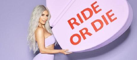 Kim Kardashian está promovendo coleção de perfume