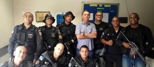 Em campanha, Bolsonaro vai à Cidade de Deus. (Foto Reprodução).