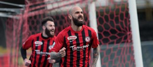Nella foto, della Lega B, Mazzeo esulta dopo il gol del 2-1