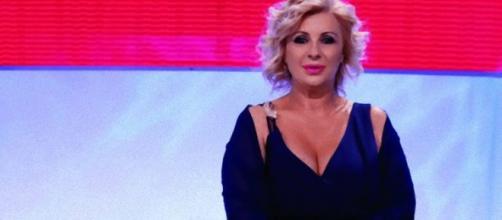Uomini e Donne, Tina Cipollari da opinionista passa tronista?