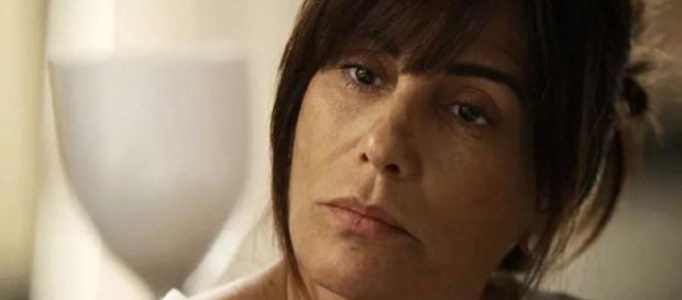 Beth decide enganar Clara em 'O Outro Lado do Paraíso'.