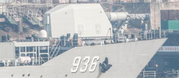 Fotografii publicate online par să confirme faptul că primul tun electromagnetic pe o navă de război a fost construit în China - Foto: Twitter