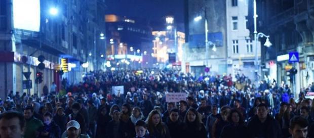 În prag de revoluţie: conducerea României poate cădea în orice moment - sputnik.md
