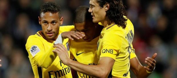 Neymar marca, e PSG derrota o Lille no Francês
