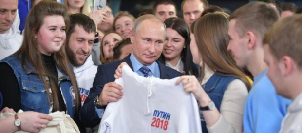 Putin seria alvo de manipulações dos EUA para não se reeleger nas próximas eleições da Rússia.