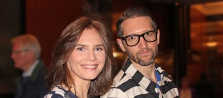 Amanda Knox with her live-in partner author Christopher Robinson :image-NYC News ... - mycitypaper.com