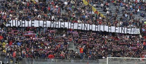Cagliari, i tifosi fischiano Farias