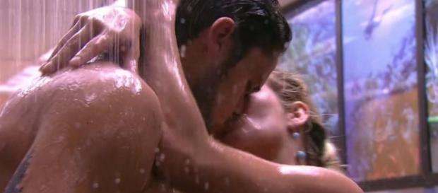Breno e Jaqueline voltam a se beijar
