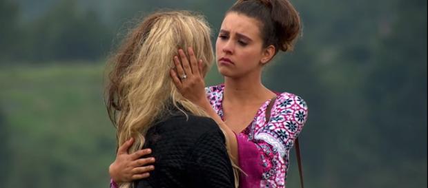 Fernanda encontra Camila e se emociona