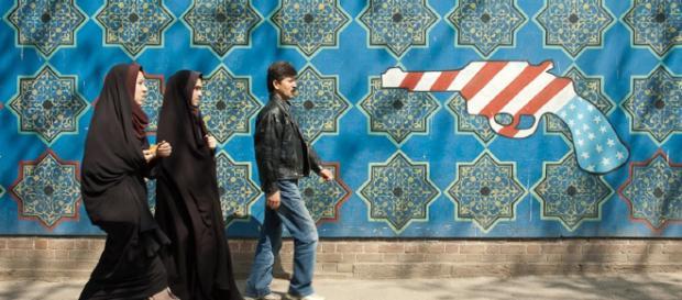 Iranianos não confiam nos EUA. Foto: Antiga embaixada dos EUA em Teerã/Kamyar Adl https://creativecommons.org/licenses/by/2.0/