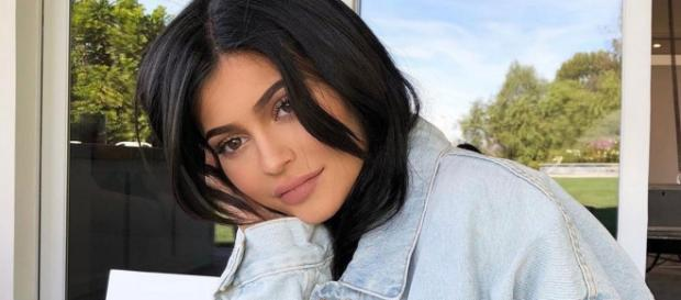 Kylie Jenner gives birth, finally shares her pregnancy with fans. [Image via Kylie Jenner/Instagram]