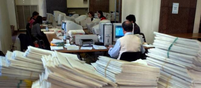 Lavoratori statali sotto-stress, Sindacati Ue lanciano l'allarme