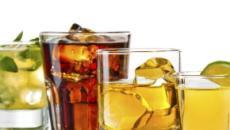 ¿El alcohol realmente 'limpia' el cerebro?