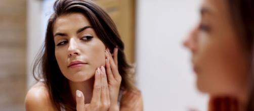 Dieta paleolitica e integratori selezionati contrastano la formazione di sebo e l'acne vulgaris.