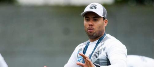 Jair terá que quebrar a cabeça para montar o time do Santos. (Foto Reprodução).