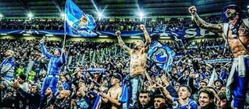 Les ultras du FC Porto en nombre au Juventus Stadium