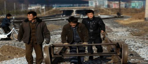 Moscú comenzará a deportar a los trabajadores norcoreanos para el próximo año - breitbart.com