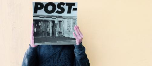Parte frontal del nuevo trabajo musical llamado Post