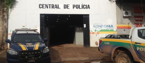 Policiais reagem e matam dois em Ariquemes, no estado de Rondônia.