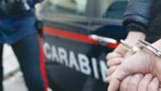 Un uomo di 33 anni è stato arrestato per estorsione ai danni della sua famiglia
