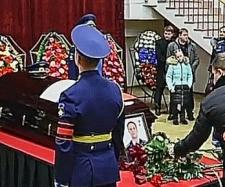 The impetuous farewell to Russian war hero Roman Filippov in his home town (screenshot)