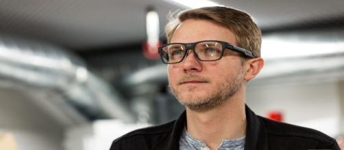 Características de las nuevas gafas inteligentes de Intel - theverge.com