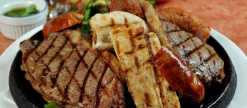 Carnes rojas deben comerse con precaución por su alto contenido graso. - wordpress.com