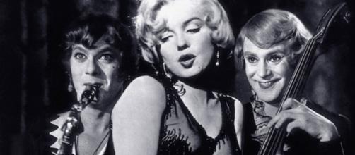 Hacia 1947, Wilder había manifestado su apoyo a la causa de Los Diez de Hollywood y formaba parte del Comité por la Primera Enmienda