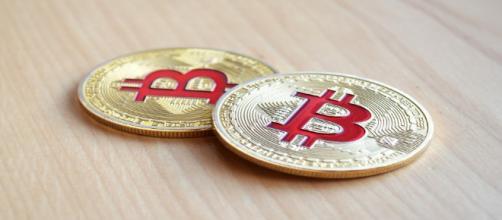 Il Bitcoin prosegue la caduta delle quotazioni, ma l'interesse verso la criptovaluta resta alto