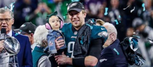 MVP Nick Foles ofrece un rendimiento impecable, Eagles asegura el primer triunfo en el Super Bowl