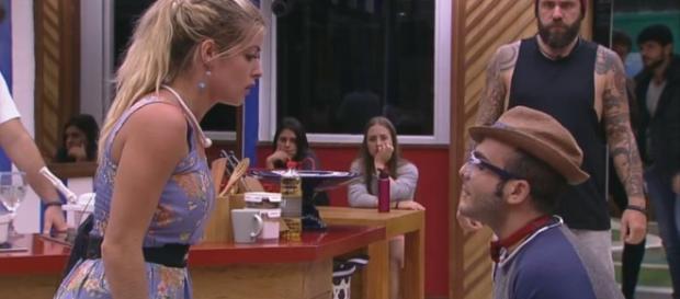 Briga entre Jaqueline e Mahmoud agita a web. (Foto Reprodução).