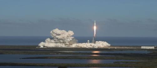 El futuro espacial llegó con el Falcon Heavy