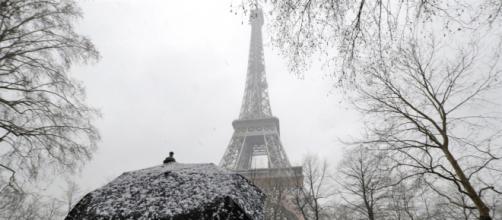 El temporal de nieve registrado en París ha dejado al país colapsado. No había ocurrido una nevada tan fuerte, desde hace 30 años
