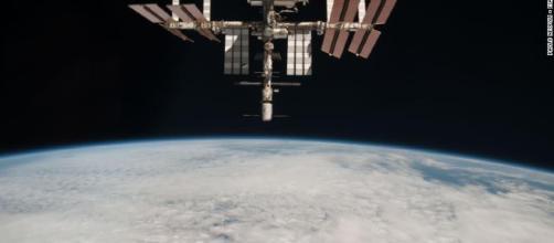 La Estación Espacial Internacional ha hospedado astronautas desde 2000