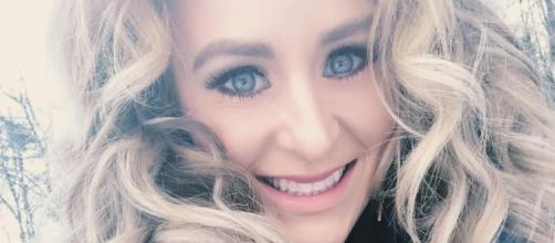 Leah Messer takes a selfie. [Photo via Facebook]