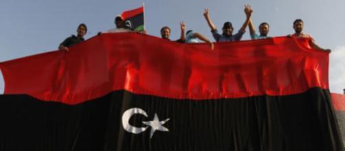 Ribelli libici durante una protesta