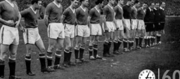 El Manchester Utd conmemora el 60 aniversario de la tragedia aérea ... - diez.hn