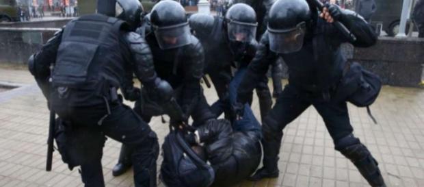Más de 50 detenidos en redada de la policía contra una ONG en ... - com.ec