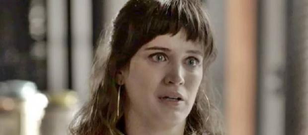 'O outro lado do paraíso': Clara chora ao saber de morte