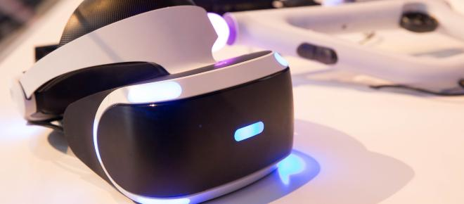 What are some of the uses of Virtual Reality (VR) technology?