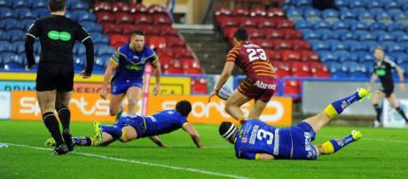 Darnell McIntosh pounces on a loose ball to register the Giants' second try. Image Source - examiner.co.uk