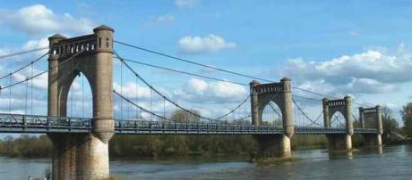 Pont de Langeais : Charlène et Benoît de Secret Story 11 ont sauvé un jeune homme suicidaire.