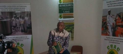 Bernard Djonga présentant son projet 40 mesures en 5 ans (c) Paul Chouta