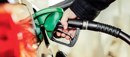 Preço da gasolina sofre queda de 3% nas refinarias