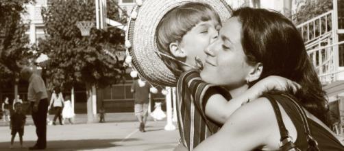 Todos los estudios coinciden en la necesidad del cariño de nuestros seres queridos para abrazar la felicidad