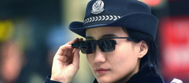 La policía china usa gafas de alta tecnología para atrapar sospechosos